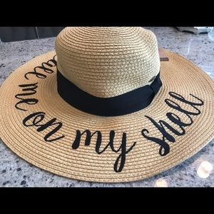 """Accessories - Brand New Sun Hat: """"Call me on my shell"""""""